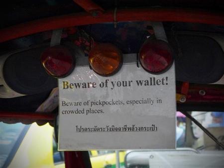 AWAS COPET | Peringatan untuk para penumpang.