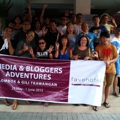 Sebagai turis pemula, jangan lupa foto bersama di depan Favehotel, Langko