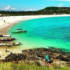 Pantai Tanjung Aan dari atas sebuah bukit